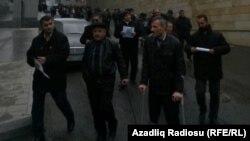 Инвалиды Карабаха требуют пособий у здания парламента Азербайджана