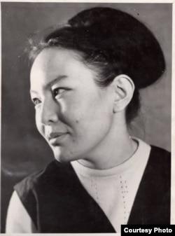 Архитектор Вера Алиева (15.7.1940 – 19.10.2014), Абдырахмандын карындашы.