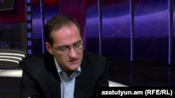 Пресс-секретарь оппозиционного «Армянского национального конгресса» Арман Мусинян в студии «Азатутюн ТВ», 12 декабря 2014 г.