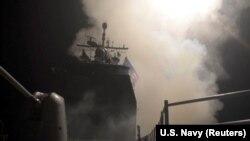 Запуск управляемой ракеты с ракетного крейсера Monterey (CG-61) по цели в Сирии, 2018 год
