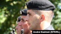 Это соглашение, подписанное министрами внутренних дел Южной Осетии и России Валерием Валиевым и Рашидом Нургалиевым, предполагает, что размеры пенсии для югоосетинских правоохранителей будут такими же, как и у российских