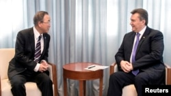 Віктор Янукович і Пан Ґі Мун на зустрічі в Сочі