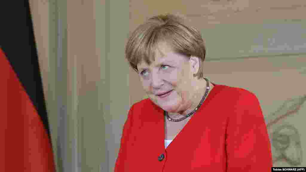 ГЕРМАНИЈА - Портпаролот на германската Влада, Штефан Зајберт, најави дека наскоро би требало да се оджи средба на германската канцеларка Ангела Меркел со нејзиниот британски колега, премиерот Борис Џонсон, на која двајцата ќе разговараат за Брегзит, објавија британските медиуми.