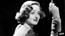 Бетти Дэвис стала кинозвездой в 1934 году, снявшись в фильме по роману Сомерсета Моэма «Бремя страстей»