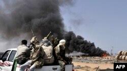 Козголоңчу күчтөр Бин Жавадды басып алып, Каддафинин туулган шаары Сиртени карай бет алышууда, 28-март, 2011
