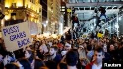 Pamje nga protestat kundër zgjedhjes së Donald Trumpit në Menhetën të Nju Jorkut
