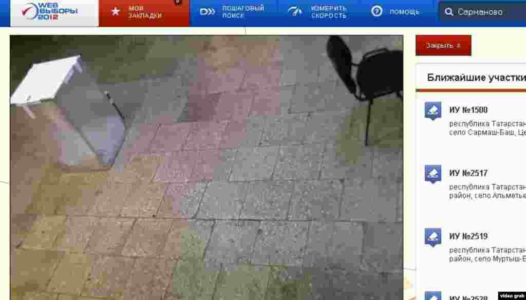 Сарман районының Илексаз авылындагы бу веб-камера идән ташларын бик ачык күрсәтә. Әмма сайлау тартмасы игътибардан шактый читтә, һәм биредә дә бюллетеньнәр салуны камерадан гәүдә белән каплау мөмкин.