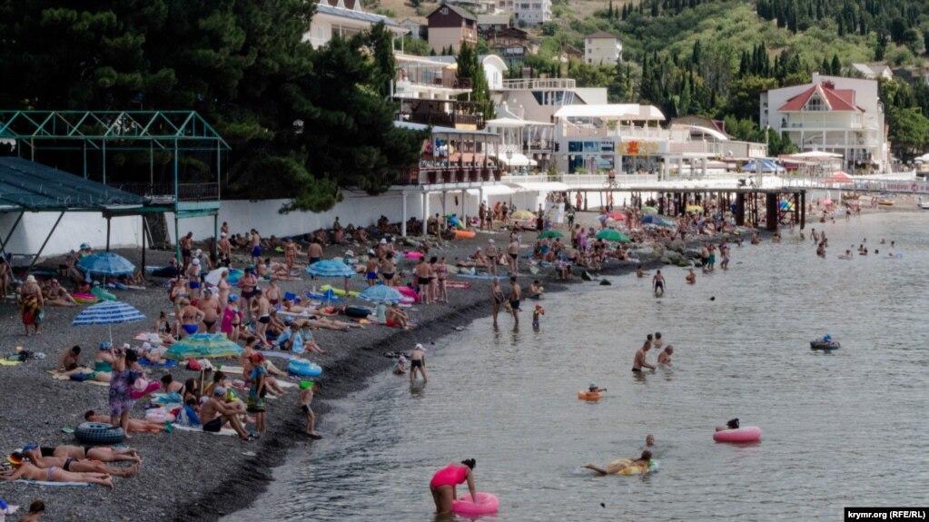 Июль 2018 года. Так выглядел пляж в селе Малореченское.