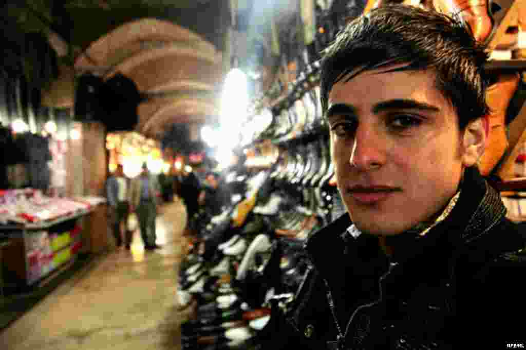 Atilay encountered suspicion from market vendors who thought he was a secret agent working for Tehran.