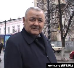 Гамер Баев на месте ареста в Симферополе. Архив автора