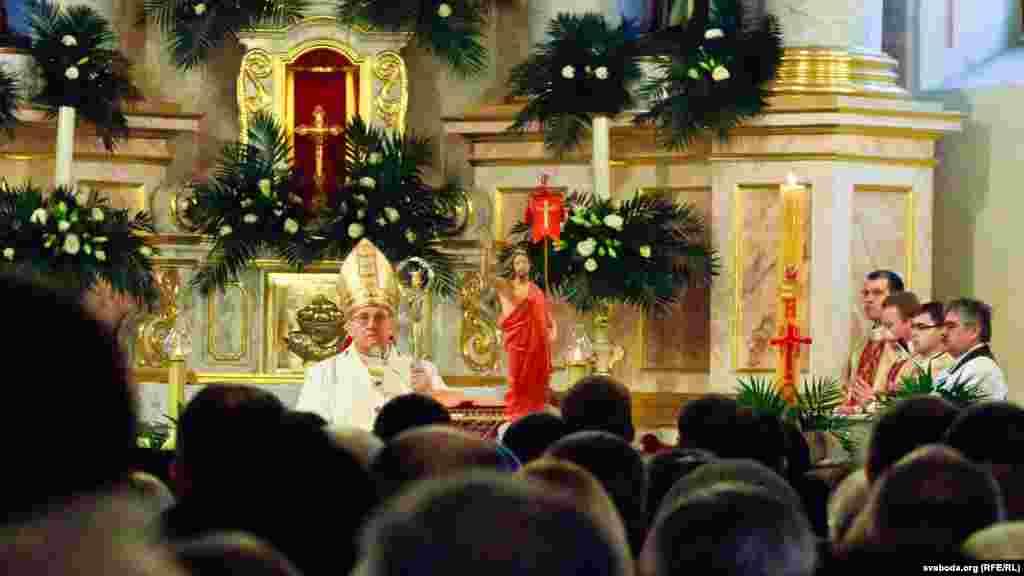 Великодня служба Божа у римо-католицькому храмі у столиці Білорусі Мінську, 31 березня 2013 року