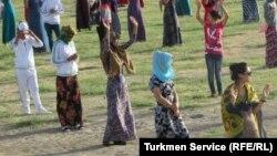 """Marşirowkalara"" gatnaşýan türkmenistanlylar."