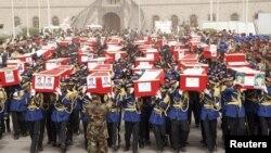 """Похороны жертв теракта в Сане, ответственность за который взяла на себя """"Аль-Каида"""""""