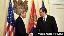 Secretarul de stat John F. Kerry la întîlnirea cu premierul sîrb Aleksandar Vucic la Belgrade