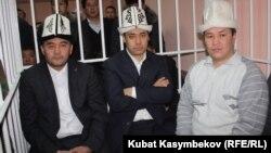 Подсудимые депутаты в Первомайском районном суде, Бишкек, 10 января 2013 года.