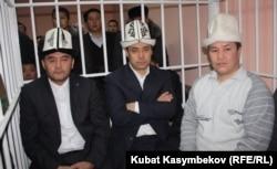 Камчыбек Ташиев, Садыр Жапаров и Талант Мамытов в суде. Бишкек, 10 января 2013 года.
