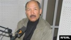 """Ишенбай Кадырбеков """"Азаттыктын"""" студиясында, 2008-жылдын марты."""