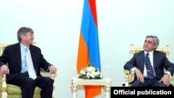 Armenia -- President Serzh Sarkissian meets U.S. Deputy Secretary of State James Steinberg, Yerevan, 23Feb2011.