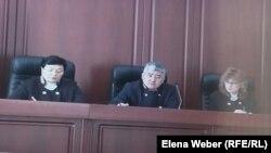 Апелляционная коллегия Карагандинского областного суда, рассматривающая жалобы по делу Серика Ахметова. Караганда, 10 марта 2016 года.