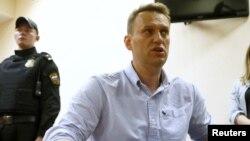 Ռուսաստան - Ալեքսեյ Նավալնին դատարանում զրուցում է լրագրողների հետ, Մոսկվա, 12-ը հունիսի, 2017թ․