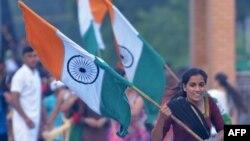 Закон надає право громадянства буддистам, християнам, індуїстам, джайдам, парсам та сикхистам, які покинули Афганістан, Бангладеш і Пакистан до 2015 року