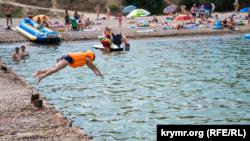 Морской курорт под Бахчисараем: летние будни в Песчаном (фотогалерея)