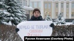 Михаил Листов в Архангельске во время пикета в поддержку Руслана Шаведдинова