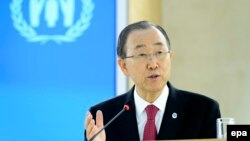 بان کی مون میگوید «بمباران مردمی که برای از دست رفتن عزیزانشان گردهم آمده بودند شرمآور است».