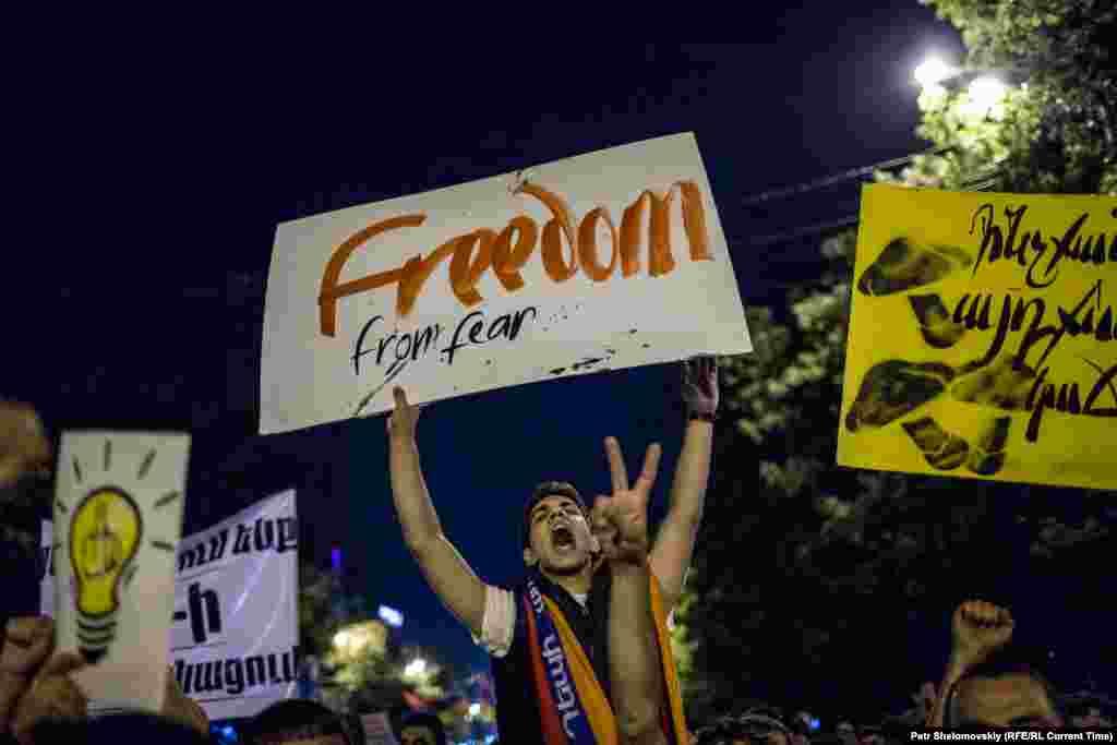 Ранее, правительствоотказывалось пересматривать решение, однако 27 июня сделало предложение митингующим, которое они не приняли Протест на проспекте Баграмяна, 26 июня