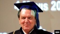 Немецкий канцлер стал на пенсии российским академиком
