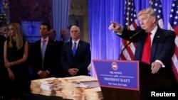 Дональд Трамп баспасөз мәслихатында сөйлеп тұр. Нью-Йорк, 11 қаңтар 2017 жыл