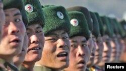 Şimali Koreya hərbçiləri hərbi paradda
