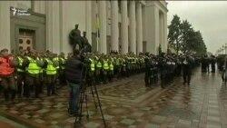 Протестующие в Киеве заблокировали Раду