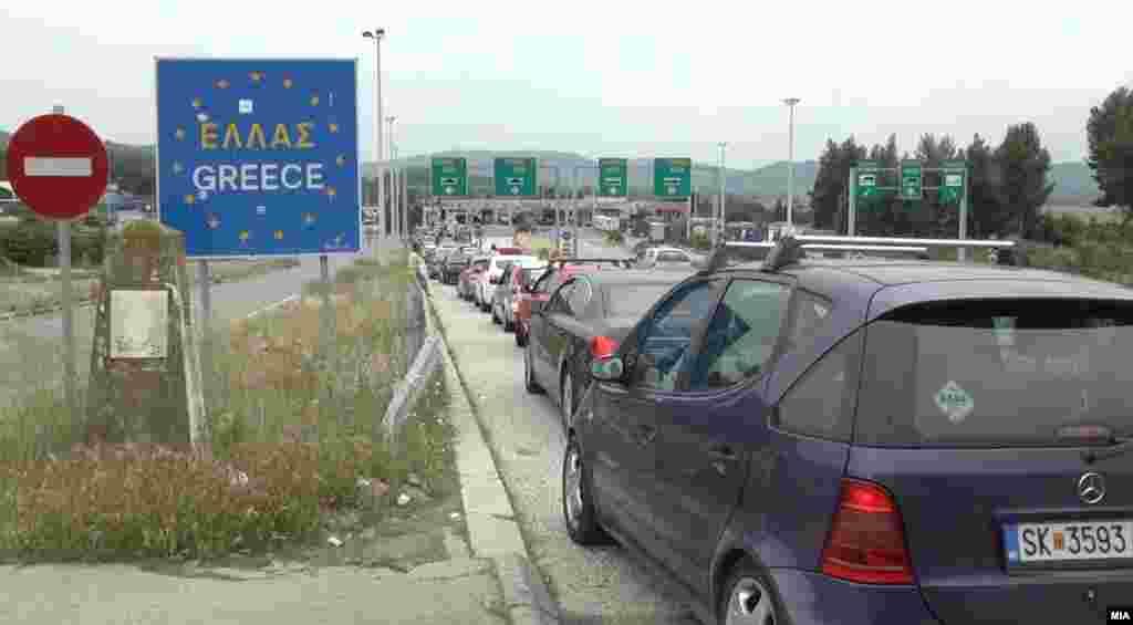 ГРЦИЈА - Грција го продолжи до 31 јули 2020 година привременото ограничување на сите авионски, железнички и копнени поврзувања со Северна Македонија, како и забраната за влез на грчка територија на лица од Северна Македонија, јави МИА од Атина.