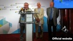 В'ячеслав Брюховецький (п), Євген Сверстюк (ц) і Вадим Скуратівський