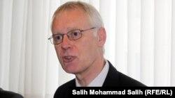 سایمون گس از سال ۱۳۸۸ تا ۱۳۹۰ و قطع روابط سیاسی ایران و بریتانیا، سفیر این کشور در تهران بود