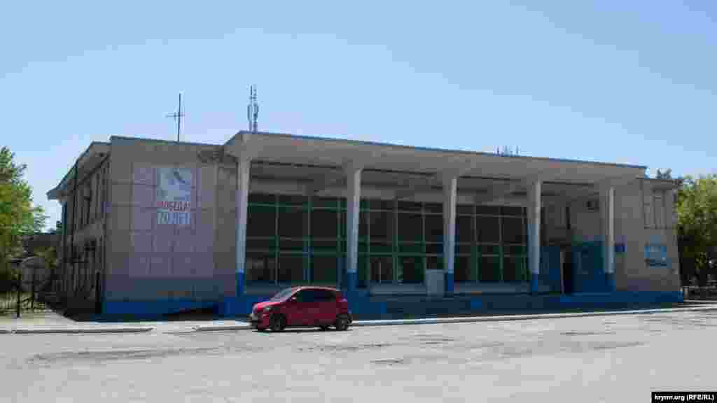 Морской вокзал закрыт и безлюден