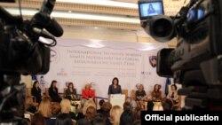 """Konferencija u Prištini """"Partnerstvo za promene: Jačanje žena"""", 5. oktobar 2012."""