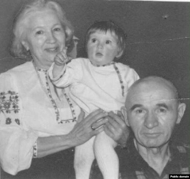 Петр и Зинаида Григоренко с внучкой Татьяной