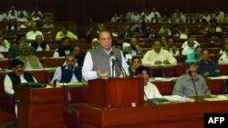 Наваз Шаріф виступає в парламенті з закликом судити Первеза Мушаррафа за зраду, 24 червня 2013 року, офіційне фото департаменту преси й інформації уряду