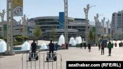Полицейские в Олимпийском городке Ашхабада.