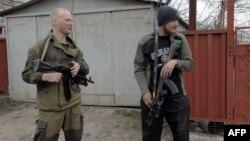 Патруль сепаратистов в Широкино, Донбасс