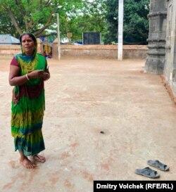 Эта женщина верит в Шиву, но пришла в мечеть за советом