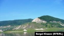Село Ширяево у Жигулевских гор. Фото Анатолия Виноградова