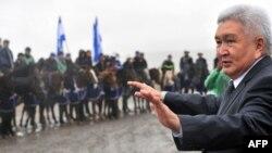 "Лидер партии ""Ар-Намыс"" Феликс Кулов."