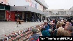 Во время памятной акции на Дубровке год назад