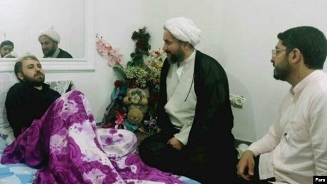 امیر دهقان حسنزاده که گفته میشود توسط ۹ تن از جوانان «مورد ضرب و شتم قرار گرفته است»
