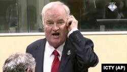 Ратко Младич Халықаралық трибуналда өзіне үкім оқылатын сәтті күтіп тұр. Гаага, 22 қараша 2017 жыл.