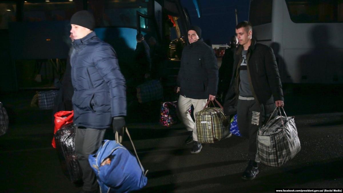 12 военных, 64 гражданских €? СБУ опубликовало список освобожденных украинцев