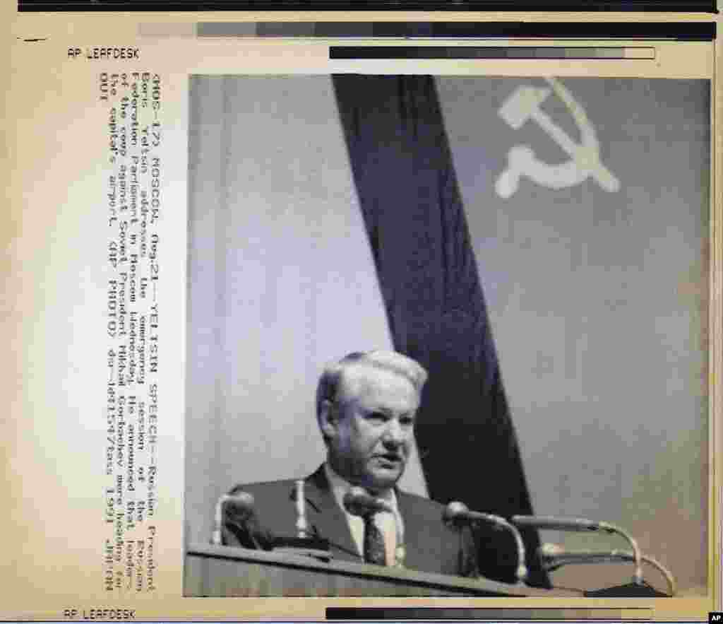 On August 21, Yeltsin declared in a speech in the Russian parliament that the Soviet coup leaders were trying to leave Moscow.